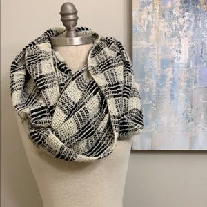 Accessories - Soft checkered infinity scarf